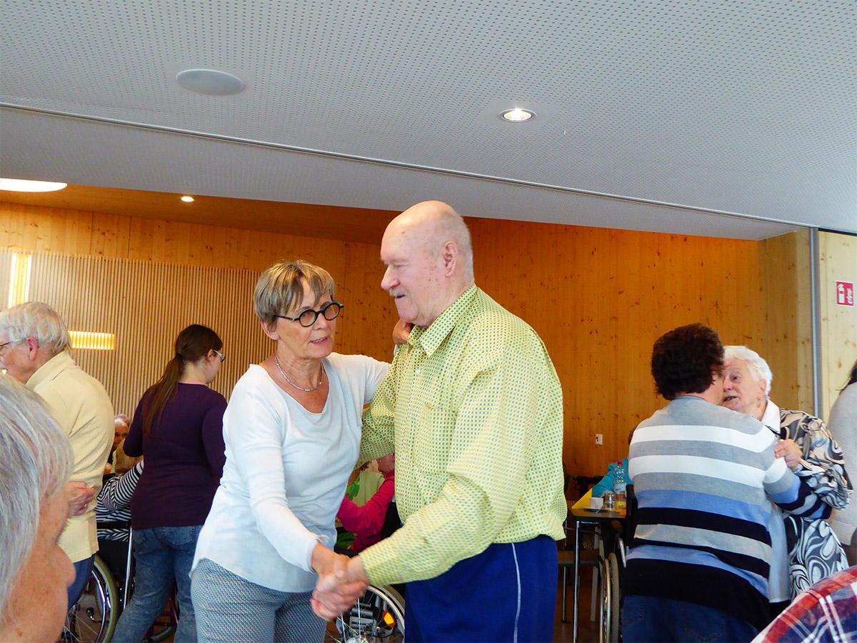 Villinger-Betreuungsgruppe-beim-Tanzen