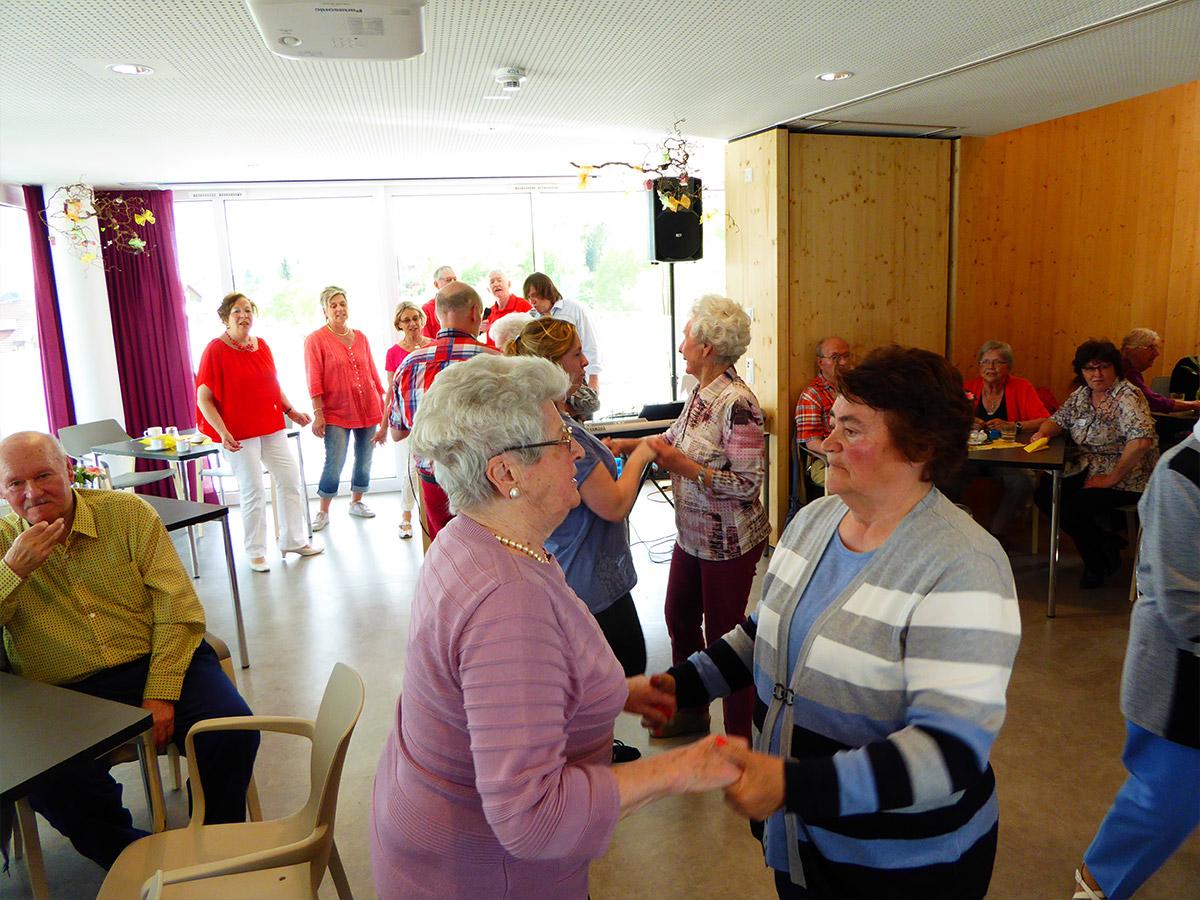 Villinger-Betreuungsgruppe-beim-Tanzen-2